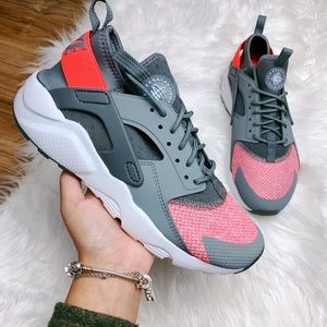 Nike Air Huarache Run Ultra SE Cool Grey Hot Punch